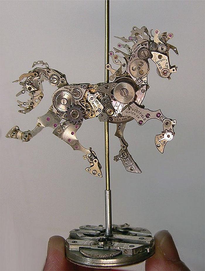 Конь из часов