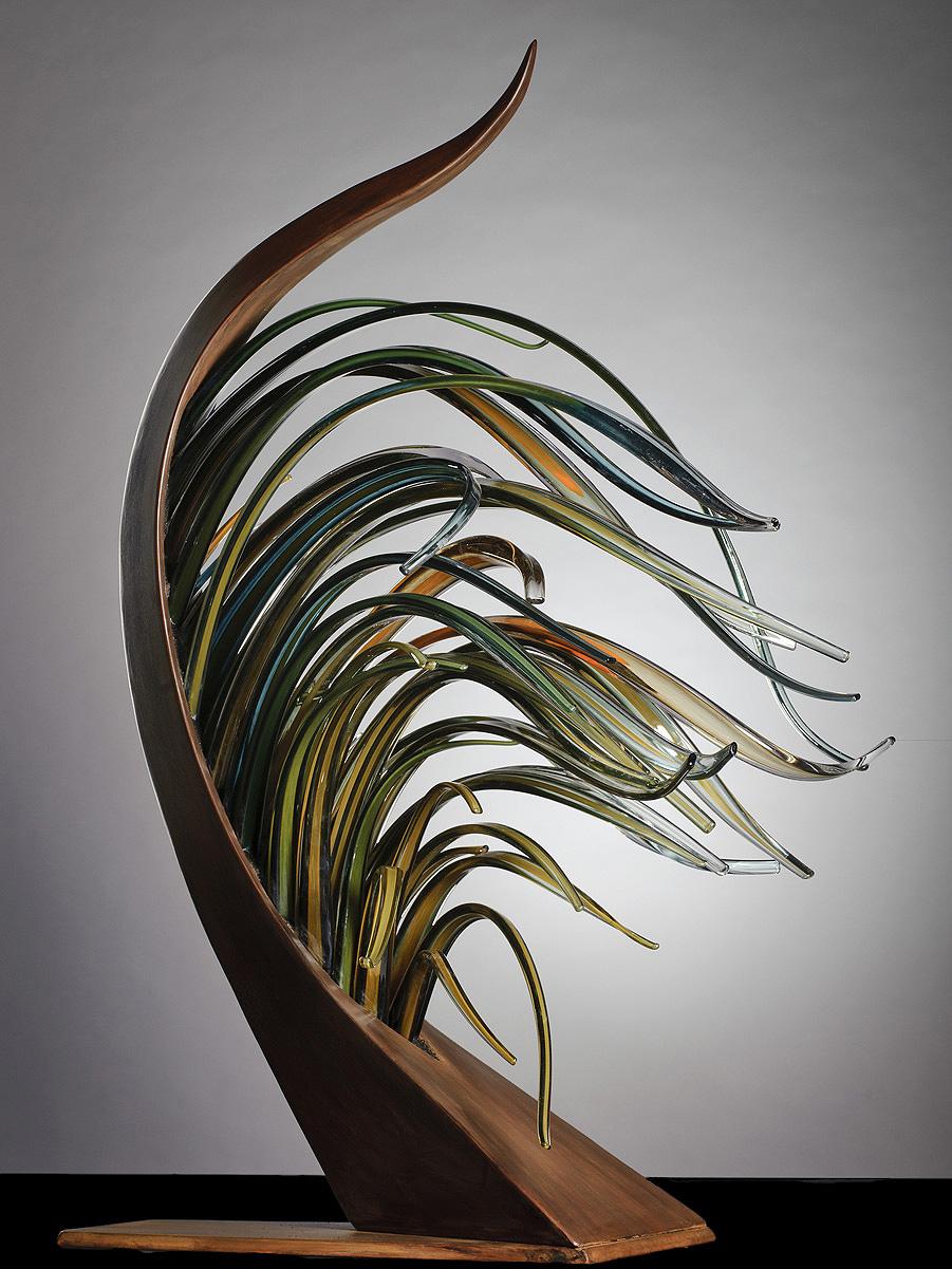 Шайла воспринимает стекло как музыку. Она проводит явную параллель между текучестью нот и текучестью стекла.