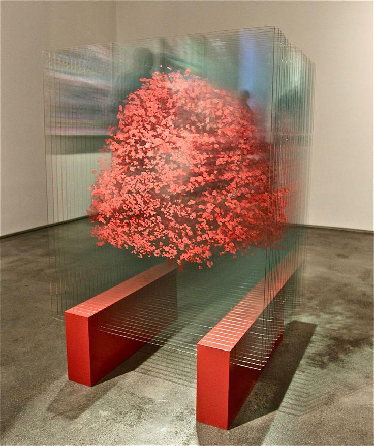 Ардан Озменоглу (Ardan Ozmenoglu) турецкая художница, которая работает в различных техниках. Но самые интересные работы это рисунок на стекле.