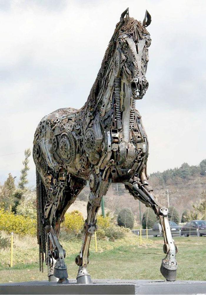 Конь 1
