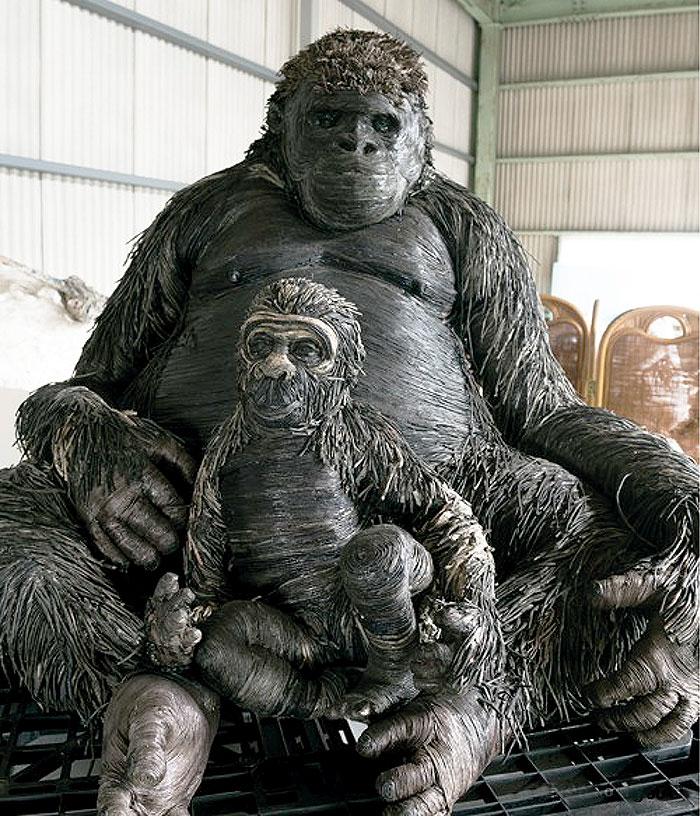 горилла с детенышем